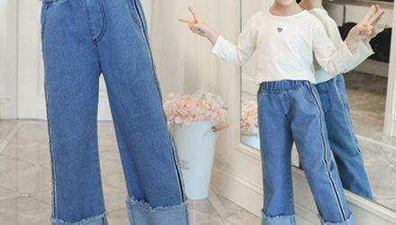 Quần jean ống rộng cho trẻ em mix với giày