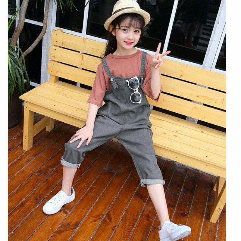 trang phục kết hợp đẹp với quần yếm jean trẻ em